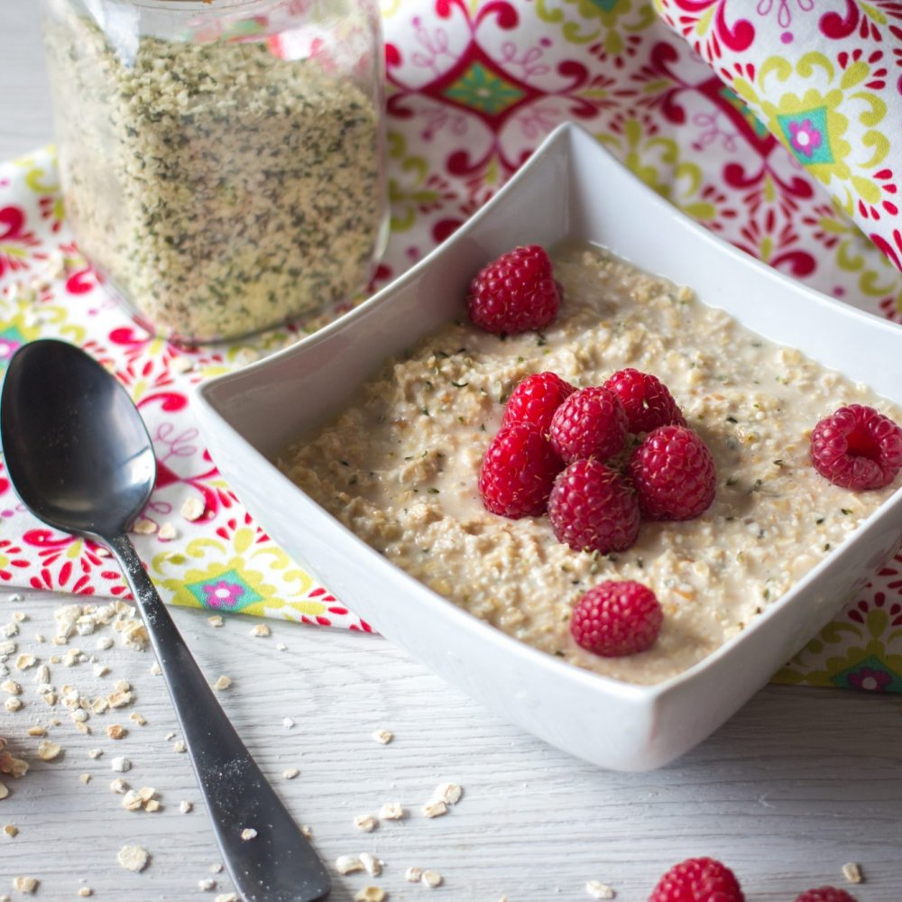 Raspberry and Hemp Seeds Overnight Oatmeal