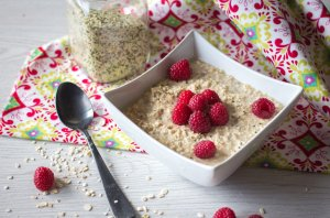 Recipe: Raspberry and Hemp Seeds Overnight Oatmeal